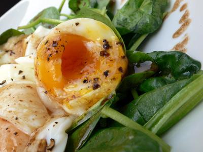 salade épinards oeufs