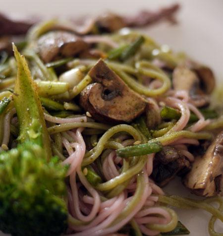 Sobas, champignons et brocolis