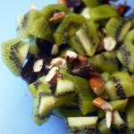 Salade kiwis, dattes, amandes, fleur d'oranger et citron vert